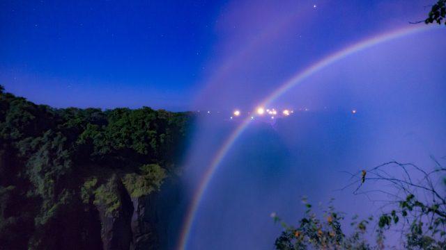 ビクトリアの滝『ルナレインボー(ムーンボウ)』
